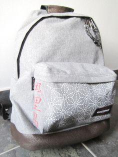 Customiser un sac, cartable Eastpak à l'aide de marqueurs Posca. Custom Bags, Back To School, Posca, Backpacks, Couture, Accessories, Charlotte, Inspiration, Deco