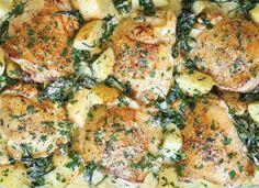 Zapékaná kuřecí stehýnka s bramborami,špenátem a sýrovou omáčkou