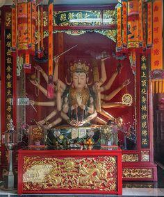 2012 Photograph, Samphothi Yan Shrine Altar, Bang Khun Thian, Chom Thong, Bangkok, Thailand, © 2017. ภาพถ่าย ๒๕๕๕ ศาลเจ้าสัมโพธิญาณ แท่นบูชา ต.บางขุนเทียน อ.จอมทอง จ.กรุงเทพฯ ประเทศไทย