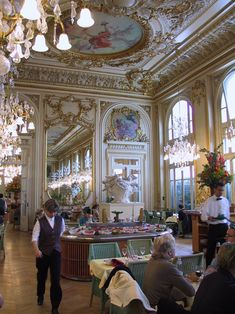 Favorite Left Bank and Right Bank restaurants in Paris.