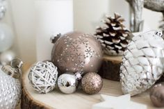I'm so much looking forward to Christmas! Therefore I decorated my entire room with cute decorations lights, ornaments, wood elements, reindeers, pinecones, stars,... I kept everything in white, silver, beige, brown, grey,... So click the button above to get some more inspiration for Christmas decorations and winter feeling.