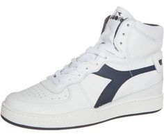 Gambale alto e l'inconfondibile simbolo Diadora sui lati per la sneakers Basket II Mid. Confronta prezzi e caratteristiche per Diadora Basket II Mid e altri prodotti della categoria Sneakers su idealo.it.