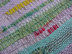 links to flickr and lovely woven images some rag some linen as well as others and all wonderful! great warp colour ideas as well as weft and structure and FO's