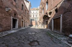Via Biberatica, a well preserved roman via in the heart of Rome - Imperial Forums Museum and Trajan's Markets - Rome Ancient Rome, Ancient Art, Roman Roads, Roman Sculpture, Ancient Buildings, University Of Miami, Archaeological Site, School Architecture, Augmented Reality