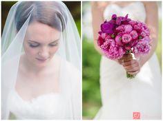 Lovely bride under veil with stunning flowers // Portrett av bruden under sløret med nydelig brudebukett
