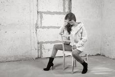 Ciepły, oversizowy płaszcz z kapture. Warm, oversize coat with a hook. http://www.bee.com.pl/e-sklep/