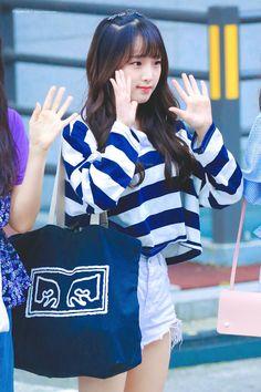 𝚏𝚘𝚕𝚕𝚘𝚠 𝚖𝚎 𝚏𝚘𝚛 𝚖𝚘𝚛𝚎 ©satanjeongyeon Korean Girl Fashion, Korean Fashion Trends, Kpop Girl Groups, Kpop Girls, Honda, Yuri, Little Girl Models, Airport Style, Airport Fashion