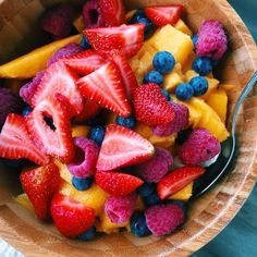 Big bowls of fruit for breakfast because no reason just fruit #vegan ✨ moving day tomorrow, I have a massive headache and life is a bit messy, but it will be worth it! I'm not buying much grocery wise so excuse the lack of good foods, it's been a lot of pasta and potatoes lately (and now I have no potatoes) (in here is bananas, mangoes, strawberries, raspberries and blueberries) #Fruitbowls
