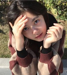 Pretty Girls, Cute Girls, Cute Friend Pictures, Guan Lin, Lai Guanlin, Cute Friends, Dove Cameron, Little Things, Arm Warmers