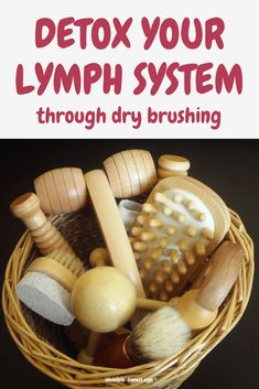 Do you have symptoms of a blocked lymphatic system? Dry brushing can help you with that. When done properly it helps to detox and cleanse your lymph through massaging your entire body. Find out how to do it here! Detox Lymphatic System, Lymph Detox, Body Detox Cleanse, Cleanse Diet, Cleanse Recipes, Best Detox Foods, How To Detox Your Body Naturally, Natural Body Detox, Natural Cleanse