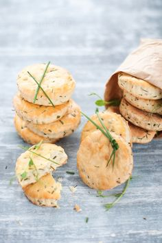 Goat Cheese Chive Biscuits by Kira Neal Srivastava Sour Cream, Great Recipes, Favorite Recipes, Breakfast And Brunch, Yummy Food, Tasty, Cooking Recipes, Healthy Recipes, Snacks