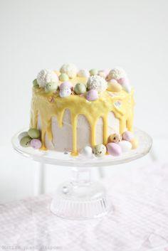 Marian pieni leipomo: Sitruunainen pääsiäiskakku Easter Deserts, Easter Treats, No Bake Desserts, Delicious Desserts, Just Eat It, Piece Of Cakes, Easter Recipes, Yummy Cakes, Vanilla Cake