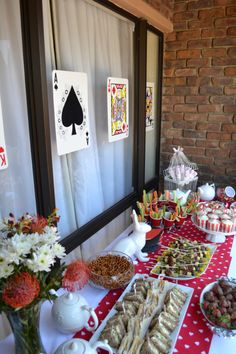 Alice in Wonderland theme party food