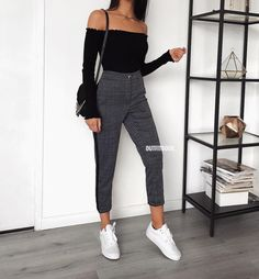 "12.9 k mentions J'aime, 30 commentaires - www.outfitbook.fr (@outfitbook_) sur Instagram : ""Fav combo: black and grey This outfit is back in stock! ⚡️ Pull ref 717 