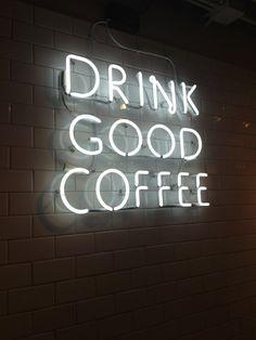 Drink good Coffee, Neon Leuchtschrift. auf deutsch: Trinke guten Kaffee.  Vielleicht auch welchen aus Peru. - Reiseinfos Angebote: www.chirimoyatours.com