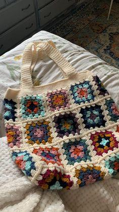Grannies Crochet, Crochet Stitches, Crochet Granny Squares, Cute Crochet, Crochet Crafts, Yarn Crafts, Yarn Projects, Crochet Projects, Knitting Patterns
