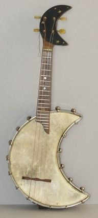 .I really love the whimsical element to this banjolele!
