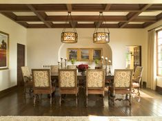 Traditional Dining Room - Dining Room Decorating Ideas - Photos