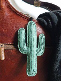 GIANT porte-clés cactus  succulentes feutrine par PinnsvinStudio Urban jungle illustration/graphic design embroid Hand-made #cactus #garden #embroidery #urban #tropical #house #pinnsvinstudio