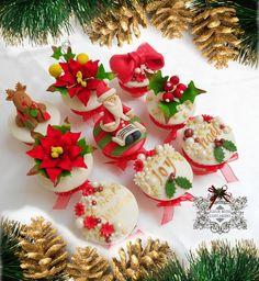 Red Hot Christmas Cake by fleurbitescupcakery Christmas Gift Box, Christmas Cupcakes, Christmas Time, Christmas Decorations, Table Decorations, Cupcake Art, Cupcake Cakes, Cup Cakes, Students