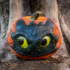 Incredibly detailed Toothless pumpkin carving!