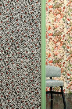 A pleasing minimalist Jean Paul Gaultier wallpaper featuring a repeating poppy print design. Printed on luxurious weave-look vinyl.
