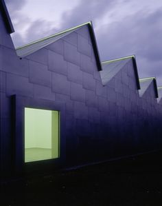GIGON GUYER ARCHITEKTEN - Museum Liner, Appenzell, 1998 - sandblasted chromium steel sheets overlap like tiles, clad the whole of this monolithic structure/ no distinction between wall & roof surfaces. Unique Architecture, Facade Architecture, Gigon Guyer, Luca De Tena, Building Windows, Agricultural Buildings, Bright Walls, Roof Light, Industrial