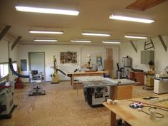 Small woodworking shop layout helps you to set up your shop in a small area to best allow proper room to work equipment.