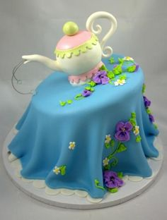 """Alice in Wonderland"" Inspired Tea Pot Cake"