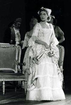 Maria Callas as Elisabeth de Valois Maria Callas, Don Carlos, Opera News, Heaviest Woman, Opera Singers, Queen Elizabeth Ii, Classical Music, Traditional Art, Yorkie