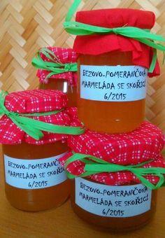 Bezová marmeláda Bezovoumarmeládu můžeme dochutit podle fantazie, nejčastěji vyrábíme s pomerančem, skořicí a hřebíčkem, nebos citronem a hřebíčkem. Nebojte se experimentovat. Přidávám pro inspiraci oba receptíky. Bezová marmeláda s citronem a hřebíčkem: 20 čerstvých bezových květů /otrhat od stopek/ zalít 750 ml převařené vody a nechat v chladu 3 dny. Třetí den scedit, přidat šťávu… Home Canning, Jelly, Food And Drink, Homemade, Smoothie, Drinks, Cooking, Tableware, Health