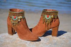 ETHNIC brown SUEDE BOOTS with heel por MISIGABRIELLA en Etsy
