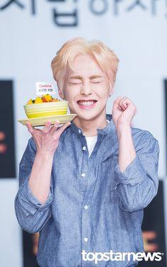 #XIUMIN #EXO. ||||| he reminds me of jinwoo here lol