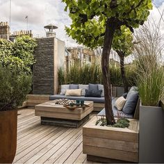 Finding the Best Ideas Rooftop Deck Design Roof Garden If your patio is large, you might decide to make gravel patches to separate distinctive spaces. Once you know how you want your patio to look, it's time to pick which… Continue Reading → Small Garden, Minimalist Garden, Outdoor Spaces, Rooftop Terrace Design, Small Garden Design, Small Gardens, Deck Design, Roof Garden Design