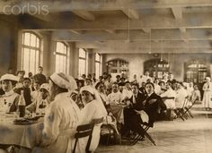 Nurses and WWI wounded soldiers eat lunch at the American Hospital in Paris. (Paul Thompson, May 5, 1917)