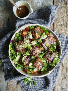 Asiatisk laks med salat og ingefærdressing Tex Mex, Fish And Seafood, Avocado Toast, Vegetable Pizza, Sprouts, Lunch, Baking, Vegetables, Breakfast