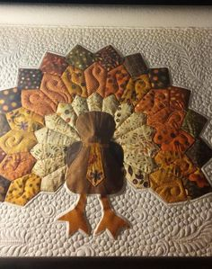 Who's working on Thanksgiving projects right now? Bonnie's oh-so-cute turkey quilt will put you in the Thanksgiving (and fall) spirit! Longarm Quilting, Machine Quilting, Quilting Projects, Quilting Designs, Sewing Projects, Quilt Design, Quilting Ideas, Hanging Mugs, Fall Applique