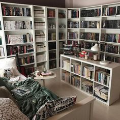 25 Stunning Home Libraries Such a cozy room. Home Library Rooms, Home Library Design, Dream Library, House Design, Small Home Libraries, Library Ideas, Floor To Ceiling Bookshelves, Bookshelf Inspiration, Custom Shelving