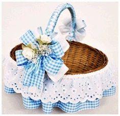 Basket for Mel's wedding Baby Baskets, Easter Baskets, Gift Baskets, Hobbies And Crafts, Diy And Crafts, Basket Crafts, Baby Shawer, Flower Girl Basket, Gift Hampers