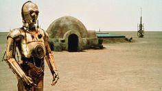 C'est à Tataoine, dans le désert tunisien, à 35 km de Tozeur et 14 km de Nefta que Georges Lucas a choisi ce site parmi les milliards de planètes de l'univers pour tourner en 1976 le premier film de la « Guerre des étoiles » (« Un nouvel espoir » - Episode IV), Tatooine ville désertique au bord de la République galactique. Le nom hollywoodien rappelle étrangement une ville désertique bien réelle, Tataouine du sud tunisien ...