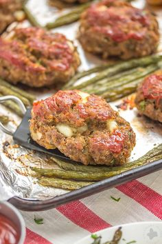 Sheet Pan Mini Meatloaves with Potatoes & Green Beans is the ultimate comfort food, cooked on one pan for easy cleanup. Now that's what I can a winner-winner, meatloaf dinner! Beef Recipes, Cooking Recipes, Healthy Recipes, Healthy Meals, Pan Cooking, Easy Recipes, Chicken Recipes, Weekly Recipes, Parmesan