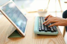 Lofree 推出復古機械式無線鍵盤