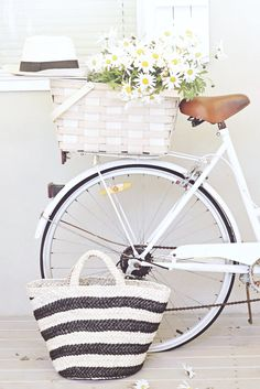 abeachcottage blog bike, basket, daisies and panama hat abeachcottage.com