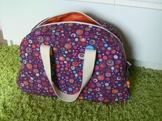 patron couture facile sac My Bags, Purses And Bags, Sewing Online, Sac Week End, Luanna, Handbag Patterns, Couture Sewing, Carry All Bag, Cute Bags