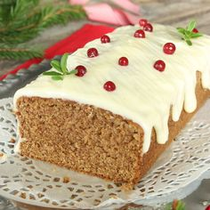 Gingerbread cake with frosting Swedish Christmas Food, Christmas Sweets, Christmas Baking, Scandinavian Christmas, Candy Recipes, Baking Recipes, Holiday Recipes, Scandinavian Food, Gingerbread Cake