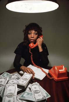 """Disco Diva Donna Summer """"She works hard for the money"""" video 1983 Nominations: MTV Video Music Award for Best Female Video, Dona Summer, Dance Music, 70s Fashion, Vintage Fashion, Italo Disco, Summer Poster, Vintage Black Glamour, Film Inspiration, My Black Is Beautiful"""
