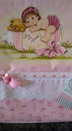 minhas pinturas Girls Quilts, Baby Quilts, Sewing Lessons, Baby Christening, Holly Hobbie, Doll Quilt, Babies First Christmas, Ribbon Embroidery, Fabric Dolls
