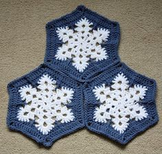 Crochet snowflace hexagon. Free pattern here: http://www.artoftangle.com/snowflake.htm