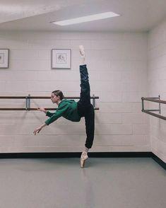 Dance Photo Shoot, Dance Photos, Dance Pictures, Ballet Class, Ballet Dancers, Flexibility Dance, Flexibility Exercises, Alonzo King, Dance Motivation
