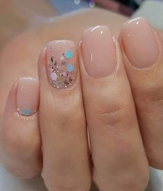 nail art designs braid fashion makeup 32 Pretty mix and match pink nail art designs - Mix glitter and blush nails Solid Color Nails, Nail Colors, Pink Color, Pale Nails, Gradient Nails, Yellow Nails, Holographic Nails, Acrylic Nails, Stiletto Nails